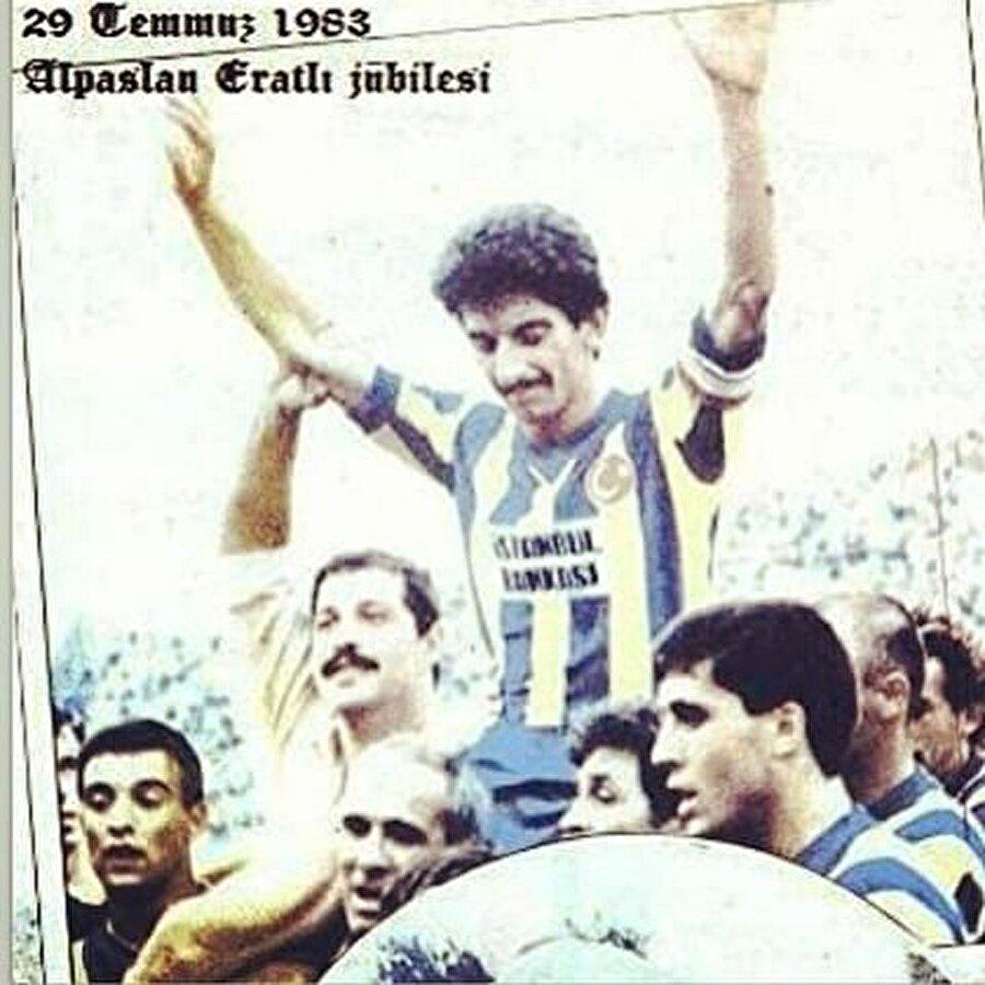 Alparslan Eratlı, 10 yıl Fenerbahçe formasını başarıyla taşıdı. Yıllar yıllar sonra onun mevkiine gelen her isim Eratlı ile kıyaslandı. Can Arat gibi… Sarı-lacivertli forma altında birçok kupa kazanan Alpaslan Eratlı 1983 yılında emekli oldu.