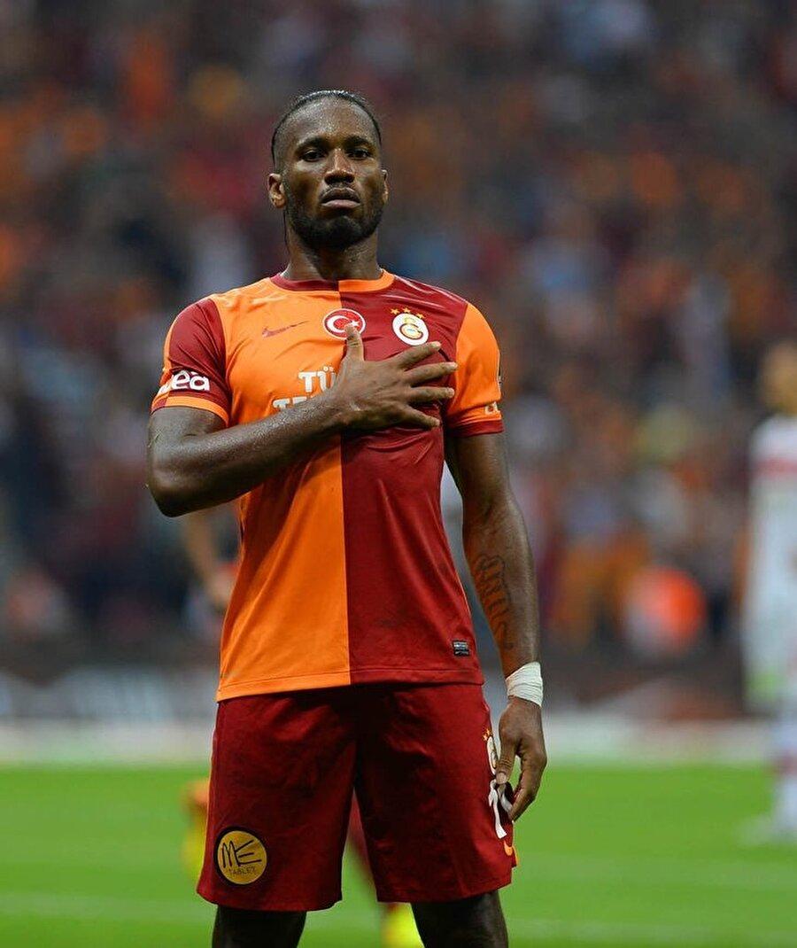 28 Ocak 2013'te Drogba, Galatasaray'a imza attı. Ancak futbolseverler Drogba, İstanbul'a ayak basana kadar bu transfere inanmakta güçlük çekti.