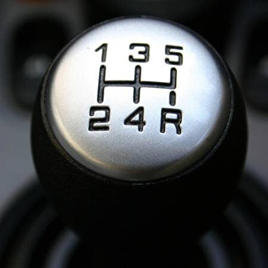 Hatırladınız mı? Resimdeki bu sıralama görseli, bir araba vites kolundan alınmıştır. Yani; aslında cevap oldukça basit.