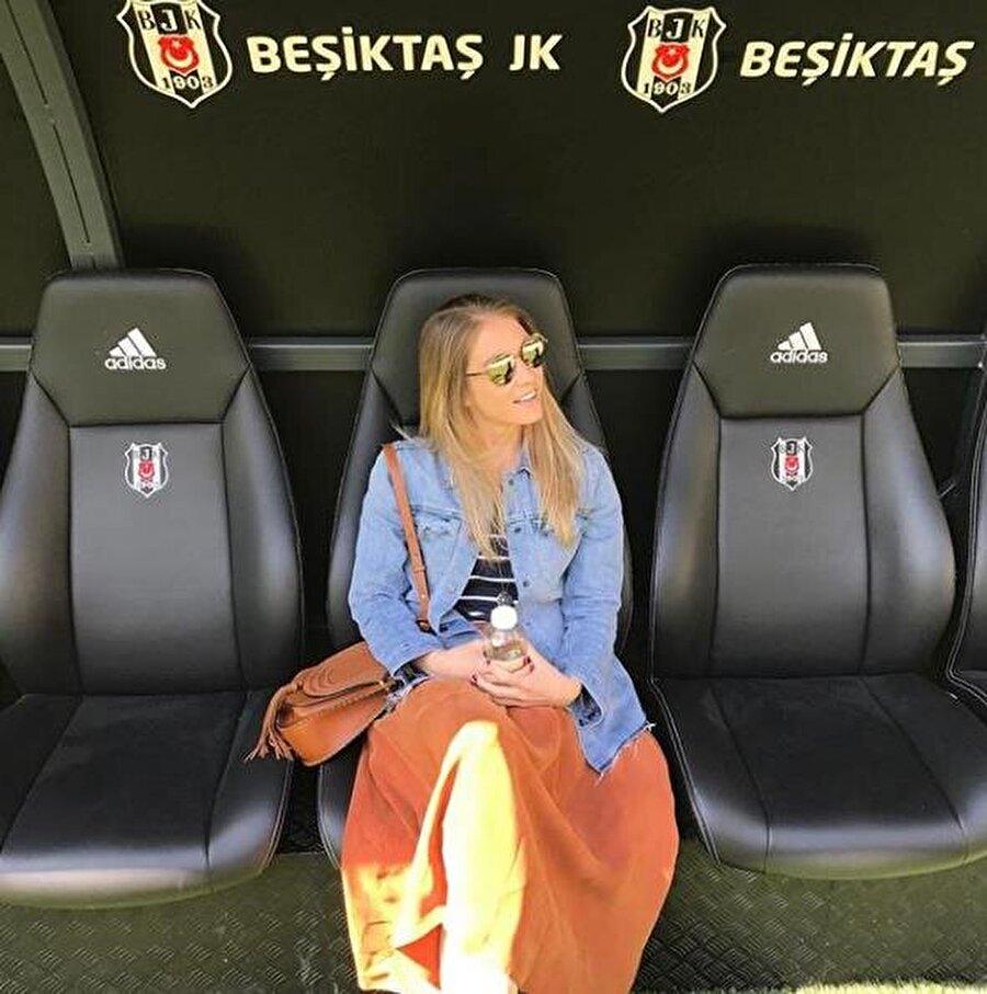 Türkiye maceran nasıl başladı: 10 yıl önce tatil için Antalya'ya gelmiştim, ardından İstanbul'u da gördüm ve bu şehre aşık oldum. Bence dünyanın en güzel şehirlerinden birisi burası. O zamanlar okuyordum, futbola ABD'de yeni başlamıştım. Dünya çok büyük ve hep merak etmişimdir. Önce yakın yerlere gittim, Arjantin'e gittim, Güney Amerika'yı gezdim.