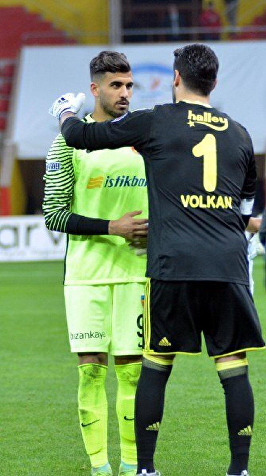 Volkan Demirel'den destek                                      Süper Lig'de ilk kez bir maçta görev alan genç kaleci, bu sezon kupada sadece bir maçta forma giydi. Yediği 5 golün ardından ise yanına koşan ilk isim Volkan Demirel oldu.