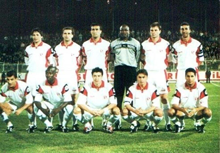1998-2001 yılları arasında Samsunspor forması giyen İlhan Mansız, Tümer Metin ile birlikte rakiplerin korkulu rüyası oldu. İlhan şık golleri, Tümer frikikleriyle hafızalara kazandı. Sergilediği performansla dikkatleri üzerine çeken İlhan Mansız önce Galatasaray ile anlaştı. Ardından Beşiktaş'ın daha iyi bir teklif vermesinin ardından siyah-beyazlılarla sözleşme imzaladı. İlhan Mansız, Tümer Metin ile birlikte 2001-2002 sezonunda Beşiktaş'a transfer oldu.