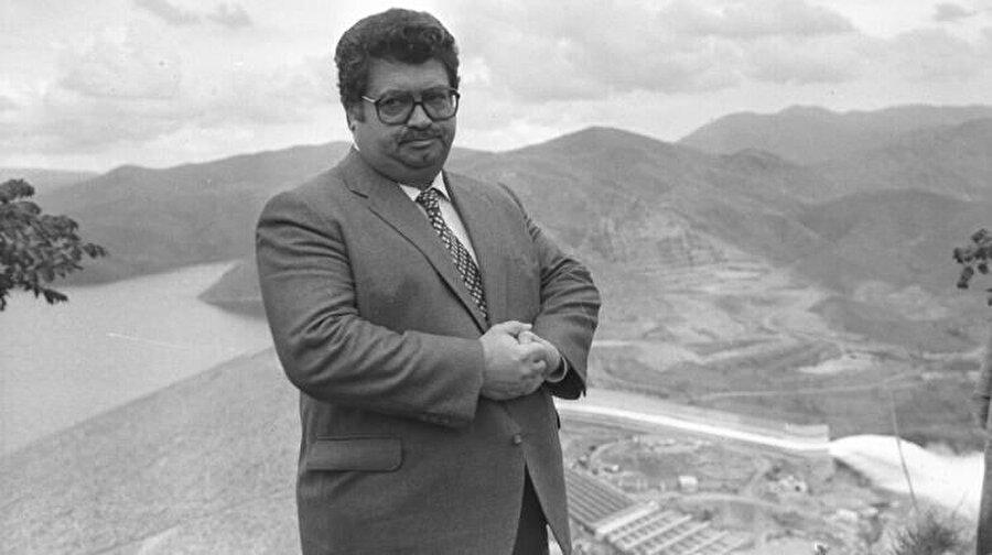 """Güneydoğu Anadolu Bölgesi'nin su ve toprak kaynaklarının geliştirilmesini amaçlayan """"Güneydoğu Anadolu Projesi (GAP)"""", onun döneminde 1989'da hazırlanan """"Master Plan"""" ile tarım, sanayi, ulaştırma, eğitim, sağlık, kırsal ve kentsel altyapı yatırımlarını da içine alan bir bölgesel kalkınma projesine dönüştü."""