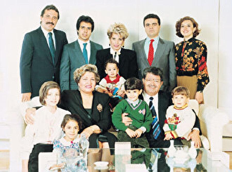 1954'te Semra Hanım'la evlenen Turgut Özal'ın üç çocuğu bulunuyordu.