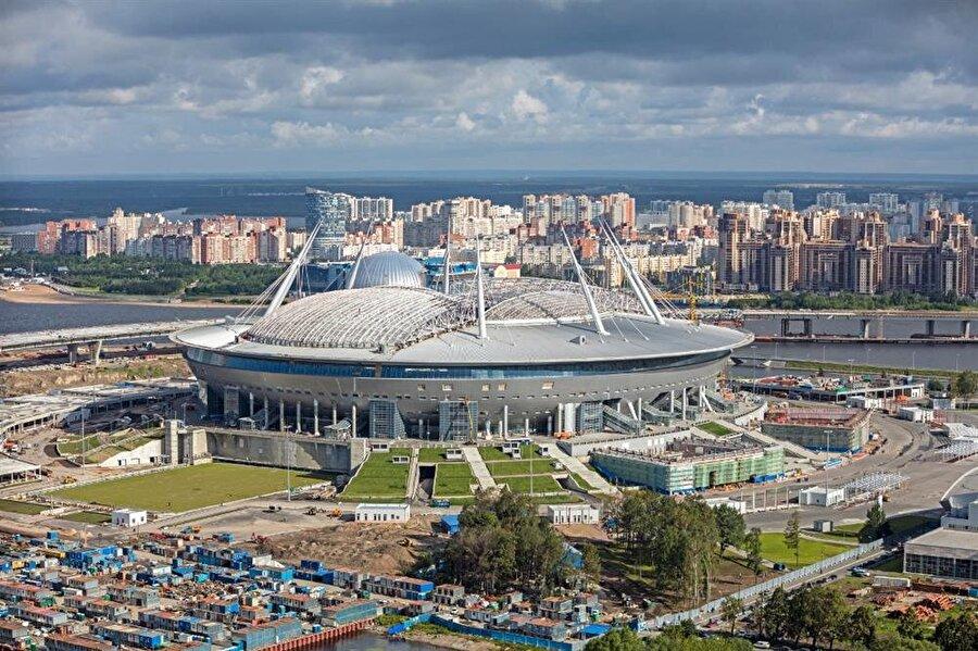 Yeni Zenit Stadyumu                                                                           Şehir: St. Petersburg Kapasite: 67.000 Oynanacak maçlar:         15 Haziran / B GrubuFas-İran     19 Haziran / A GrubuRusya-Mısır22 Haziran / D GrubuBrezilya-Kosta Rika26 Haziran1F-2E10 Temmuz     Yarı Final     14 Temmuz      Üçüncülük maçı