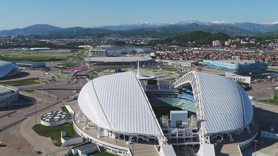 Fişt Olimpiyat Stadyumu                                                                           Şehir: SoçKapasite: 48.000Oynanacak maçlar:15 Haziran / B GrubuPortekiz-İspanya18 Haziran/ G GrubuBelçika-Panama23 Haziran / F GrubuAlmanya-İsveç26 Haziran / C GrubuAvustralya-Peru30 Haziran1A-2B