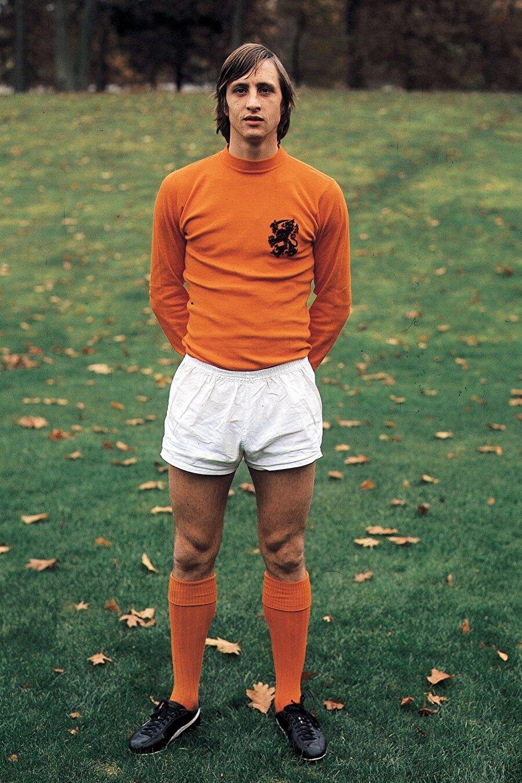 Johan Cruyff / Benim Oyunum                                      24 Mart 2016'da vefat eden Hollandalı futbol efsanesi Johan Cruyff'un biyografisini elinizden bırakamayacaksınız.