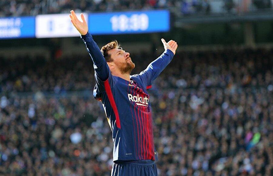 Lionel Messi /Benim Adım Messi                                      Hastalığı nedeniyle ülkesinden çok uzaklara yolculuk yapan Lionel Messi'nin büyükannesi tarafından keşfedilmiş olma gerçeği sizi bir hayli şaşırtacak. Peki, nasıl? Detaylar biyografide…