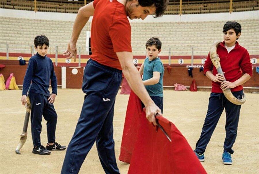 Çocuklar zorlu antrenmanlara tabi tutuluyor. Sonuç olarak; boğaların şakası olmaz...