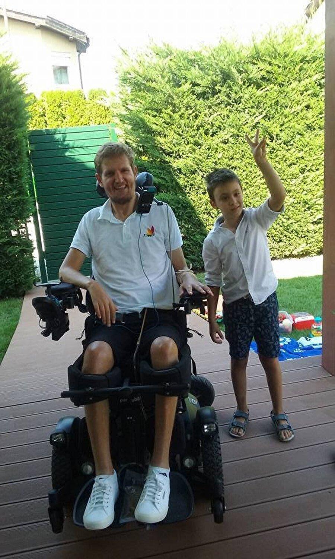 Futbolu bırakan Nesu, çocuklara yardım amaçlayan bir dernek kurdu. Tekerlekli sandalyeye mahkum kalan Nesu yaşama azminden vazgeçmedi. Eski futbolcu artık çocuklar için çeşitli projeler düzenliyor.