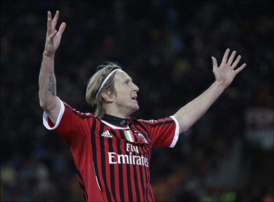 Milan formasını aralıksız 15 sene terleten Ambrosini, İtalyan deviyle sayısız başarıya imza attı.