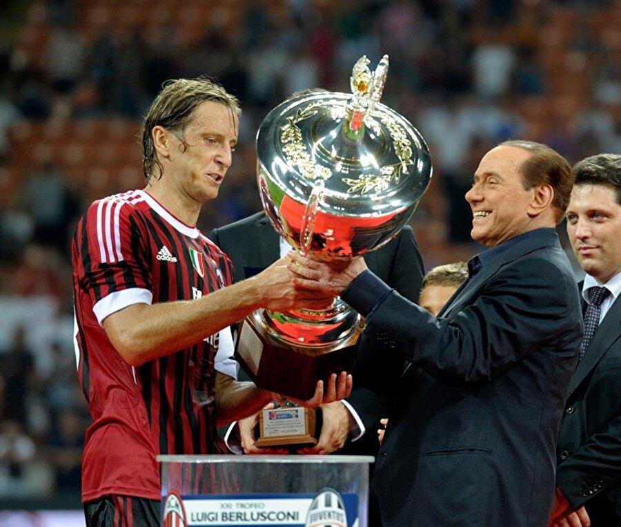 Ambrosini'li Milan 9 kupa kazandı. Serie A: 1995-1996, 1998-1999, 2003-2004İtalya Kupası: 2002-2003İtalya Süper Kupası: 2004     Şampiyonlar Ligi: 2002-2003, 2006-2007     UEFA Süper Kupa: 2003, 2007
