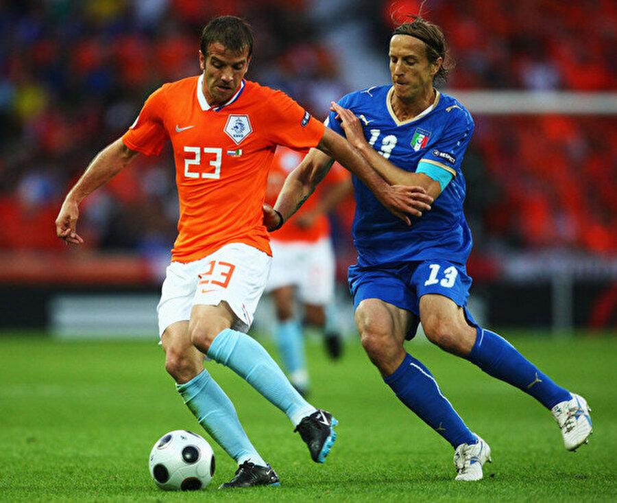İtalya Milli Takımı forması altında 35 maça çıkan Ambrosini, Gök Mavililerle 2000 yılında Avrupa Futbol Şampiyonası ikinciliği yaşadı.