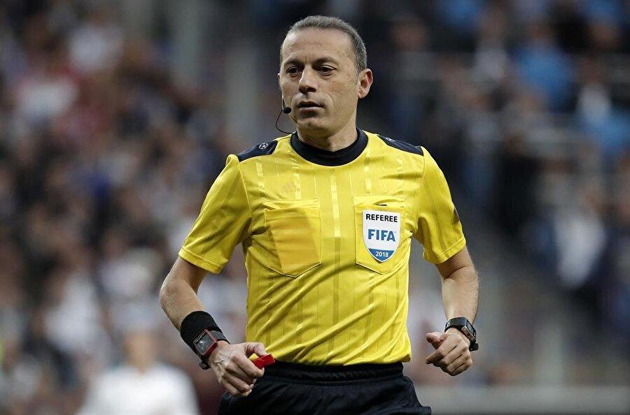 Corriere dello Sport Real Madrid üçüncü kez finalde. Bayern, Cüneyt Çakır'ın vermediği penaltı için öfkeli.