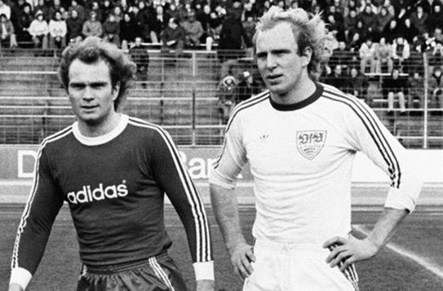 Ailece sporcular Uli Hoeness 5 Ocak 1952'de Almanya'nın Ulm kentinde dünyaya geldi. Küçük yaşta futbola merak saran Uli Hoeness bu konuda yalnız değildi. Uli Hoeness'in kardeşi Dieter Hoeness 1953 yılında dünyaya geldi.