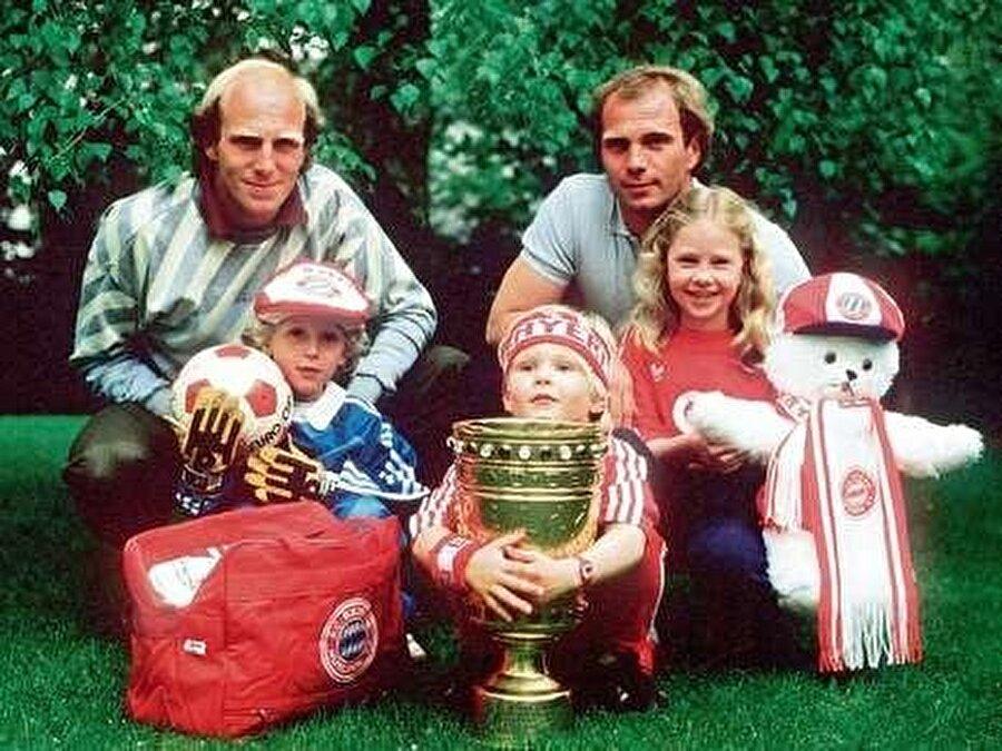 Bayrağı kardeşi taşıdı Uli Hoeness'in kardeşi ise 1979-1987 yılları arasında Bayern Münih forması giydi.