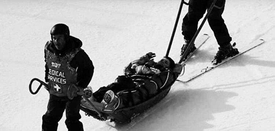 Ross Milne                                      4 Ekim 1944 doğumlu Avustralyalı kayakçı Ross Milne, 1964 yılında Avusturya Innsbruck'ta gerçekleştirilen kış oyunlarına katılan kafilede yer aldı. Innsbruck Kış Oyunları 29 Ocak-9 Şubat tarihleri arasında gerçekleşti. 20 yaşındaki Ross Milne oyunlar başlamadan 4 gün önce gerçekleştirilen idman sırasında kaza geçirdi. Feci şekilde yaralanan kayakçı yaşamını yitirdi.
