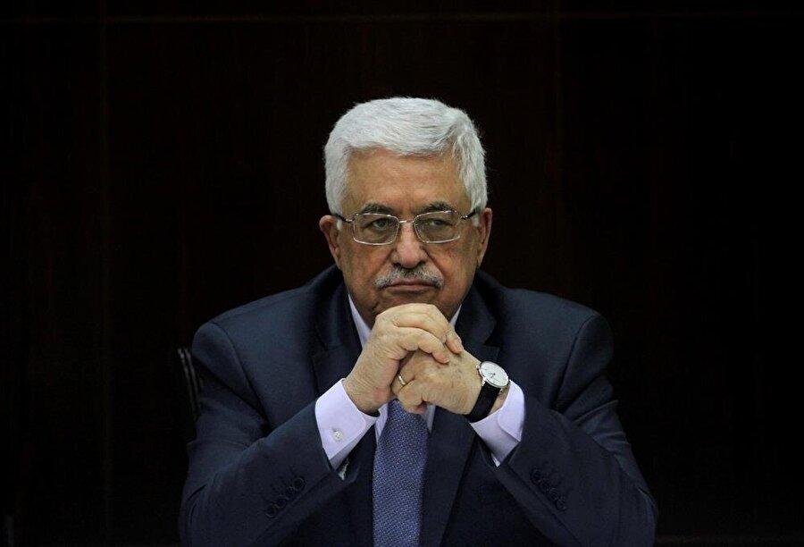 """Abbas, Devlet Başkanı seçildi                                                                                                                                                     Filistin Ulusal Konseyi, Filistin Ulusal Yönetimi Devlet Başkanı Mahmud Abbas'ı """"Filistin Devlet"""" Başkanı olarak seçti. Filistin Kurtuluş Örgütünün (FKÖ) en üst yürütme organı olan Filistin Ulusal Konseyinin 23. Dönem Toplantısı sona erdi. FKÖ bünyesindeki Filistin Halk Kurtuluş Cephesi ile FKÖ bünyesinde yer almayan Hamas ve İslami Cihad'ın katılmadığı toplantıların kapanış oturumunda, Abbas """"Filistin Devlet"""" Başkanlığına seçildi.Filistin Devlet Televizyonundan canlı yayınlanan oturumda ayrıca FKÖ Yönetim Kurulunun 15 üyesi de belirlendi. Buna göre Abbas, Yönetim Kurulu Başkanı olurken, Saib Ureykat, Azzam el-Ahmed, Hanan Aşravi, Teysir Halid, Bessam es-Salihi, Ahmed Mecdelani, Faysal Kamil Aranki, Salih Rafet, Vasıl Ebu Yusuf, Ziyad Ebu Amr, Ali Ebu Zuhri, Adnan el-Hüseyni, Ahmed Buyud et-Temimi ve Ahmed Ebu Hevli, Yönetim Kurulu üyeliklerine getirildi. Oturumda ayrıca, FKÖ Merkez Komitesinin 122 üyesinin seçimi de gerçekleşti."""