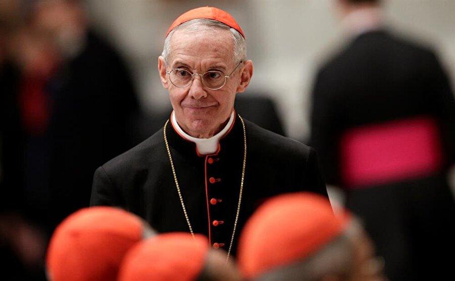 """""""Suudi Arabistan, Vatikan'la anlaştı"""" iddiası                                                                                                                                                     Mısır medyasında yayımlanan bir haberde, Suudi Arabistan'ın, Vatikan'la, Suudi Arabistan'daki Hristiyan vatandaşları için kilise inşası konusunda anlaşma imzaladığı yer aldı. Anlaşmanın, Vatikan'da dinler arası diyalog dairesinden Fransız Kardinal Jean-Louis Tauran'nın geçen Nisan ayında Suudi Arabistan Krallığına yaptığı ziyareti sırasında imzalandığı kaydedildi.Vatican News'ta bir röportajı yayımlanan Tauran, Suudi Arabistan ile daha çok diyaloğa yönelik bir deklarasyon imzalandığını doğrulamasına rağmen Suudi Arabistan'da kilise inşası konusunda bir açıklamada bulunmadı. Tauran'ın Suudi Arabistan ziyaretinde yüksek seviyeli yöneticiler ve Suudi Kral Selman bin Abdülaziz ile de görüştüğü kaydedildi. Tauran, Suudi Arabistan'a yaptığı ziyaretinin ardından Vatikan Radyosunda yaptığı konuşmada, """"Ziyaretim sırasında, okullarda Müslüman ve gayri Müslümların iyi görüştüklerini, onların ikinci sınıf vatandaş kabul edilmediklerine vurgu yaptım"""" dedi."""