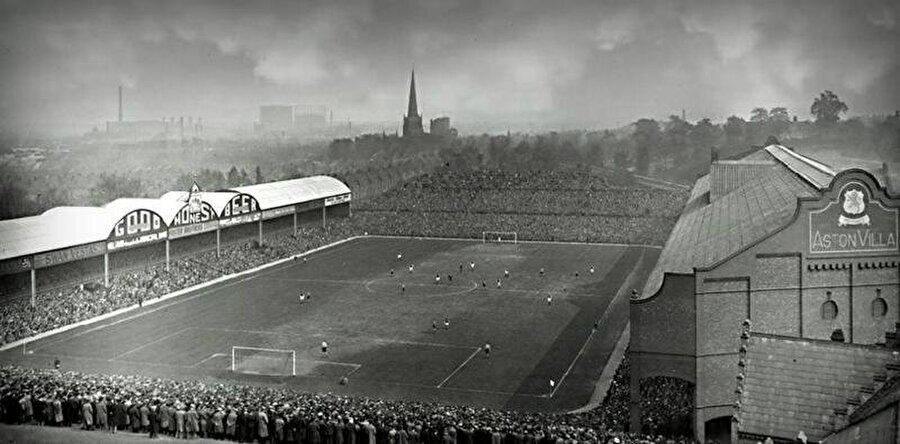 Villa Park / 1897                                      Aston Villa'nın maçlarını oynadığı Villa Park 1897 yılında açıldı. Mimarisiyle dikkat çeken stadın kapasitesi ise 42.785.