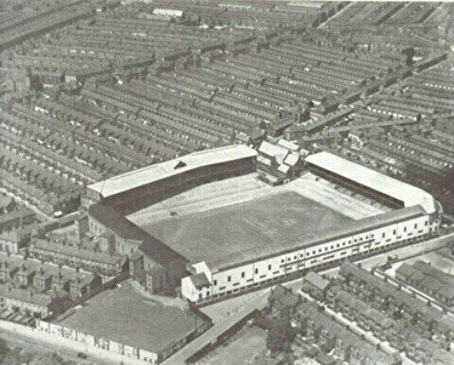 Goodison Park / 1892                                      İngiltere'nin Liverpool şehrindeki Walton semtinde bulunan Goodison Park kapılarını 1892 yılında açtı. Tarihi stat Everton'ındır.