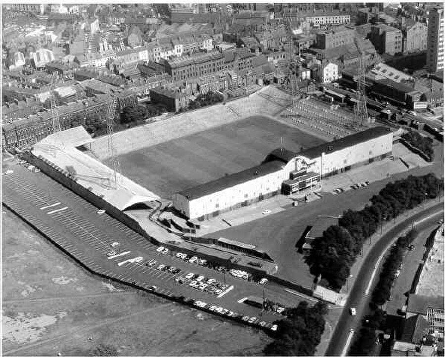 St. James' Park  / 1892                                      New Castle United'ın maçlarını oynadığı St. James' Park kapılarını 1892 yılında açtı.
