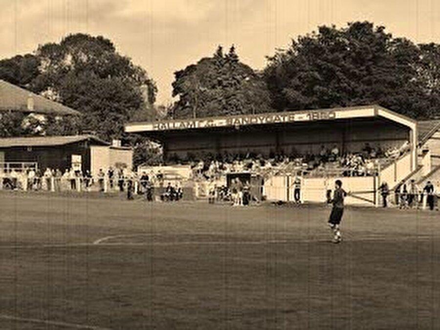 Sandygate Road / 1804                                      Hallam FC'nin maçlarını oynadığı Sandygate Road 1804 yılında açıldı. Sandygate Road, Guinness Rekorlar Kitabı'nda 'Dünyanın en eski stadı' olarak girdi.