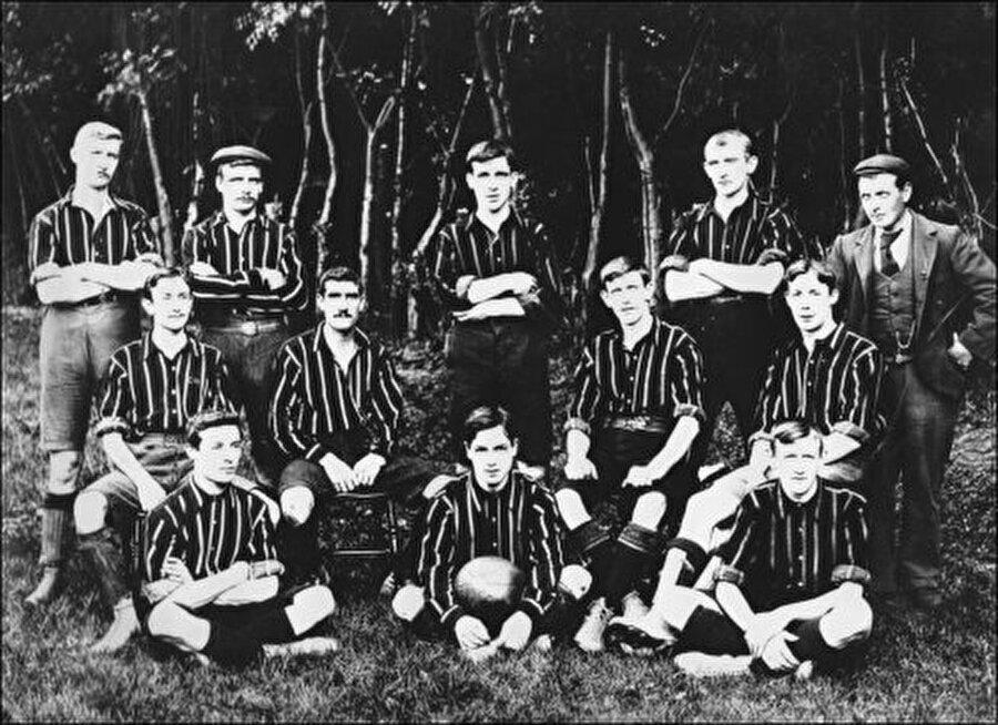 Cray Wanderers FC / 1860                                      Cray Wanderers FC 1860 yılında bir araya gelen gençler tarafından Londra'da kuruldu.