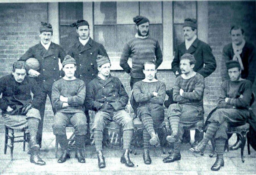 Royal Engineers Association FC / 1863                                      İngiliz kulübü Royal Engineers Association FC1870'li yıllarda ciddi bir taraftar kitlesine sahipti.