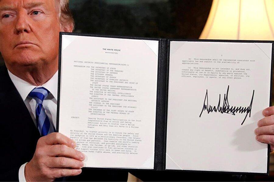 ABD, nükleer anlaşmadan çekildi                                                                                                                                                                                                                                ABD Başkanı Donald Trump, İran'la üç yıl önce imzalanan nükleer anlaşmadan ülkesini çektiğini duyurdu. Uzun bir müzakere maratonunun ardından 14 Temmuz 2015'te dünyaya açıklanan anlaşmayla, İran, nükleer faaliyetlerini kısıtlamayı kabul etmiş, bunun karşılığında Tahran'a uygulanan ambargoların kademeli olarak kaldırılması karara bağlanmıştı. Trump, seçim kampanyasının ana vaatlerinden biri olan anlaşmadan çekilme kararını uygulamaya koyarak, Başkan Obama döneminin en önemli gelişmelerinden birini de yürürlükten kaldırmış oldu.