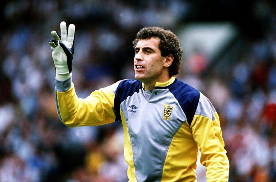 Peter Schilton                                      1990 Dünya Kupası'nda mücadele eden İngiliz futbolcu o dönemde 40 yaşındaydı.