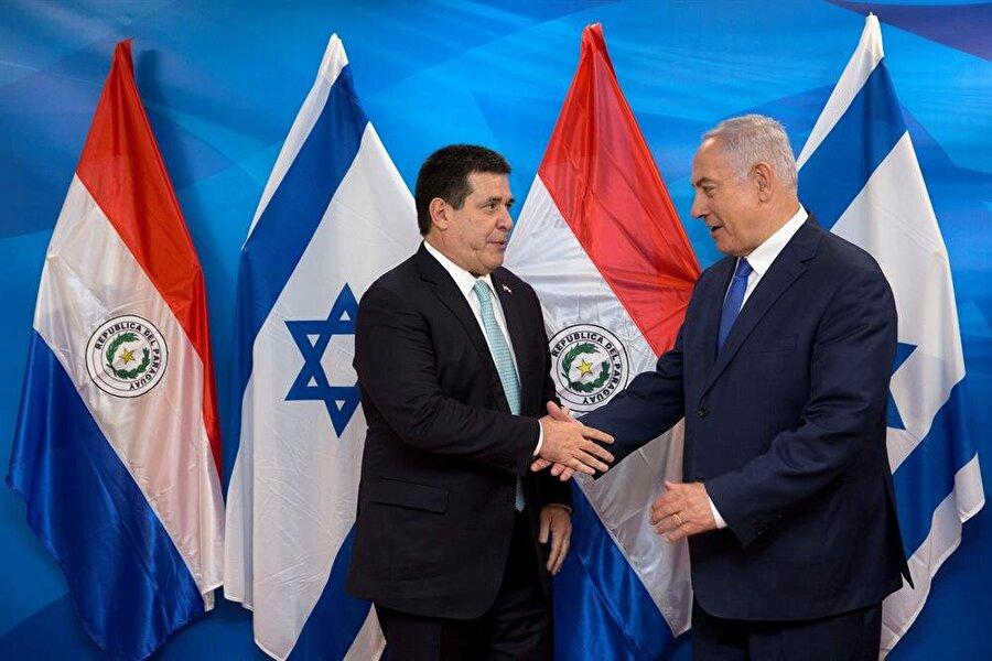 Paraguay da büyükelçiliğini Kudüs'e taşıdı                                                                           BD ve Guatemala'nın ardından Güney Amerika ülkesi Paraguay da Tel Aviv'deki büyükelçiliğini Kudüs'e taşıdı. Paraguay'ın Kudüs Büyükelçiliği yapılan resmi törenin ardından hizmete açıldı. Açılış törenine, Paraguay Devlet Başkanı Horacio Cartes ve İsrail Başbakanı Binyamin Netanyahu'nun yanı sıra İsrailli bazı bakanlar katıldı. Paraguay, ABD ve Guatemala'nın ardından Tel Aviv'deki büyükelçiliğini Kudüs'e taşıyan üçüncü ülke oldu.