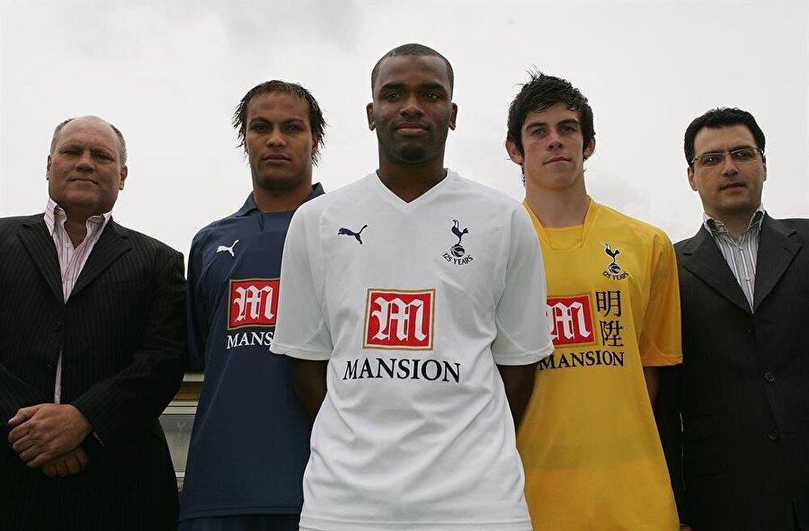 2010'da ise Liverpool kapısından içeri girdi. Futbol direktörlüğü görevine getirilen Comolli; Luis Suarez, Andy Carroll, Charlie Adam, Jordan Henderson, Jose Enrique gibi oyuncuları takıma kazandırdı.