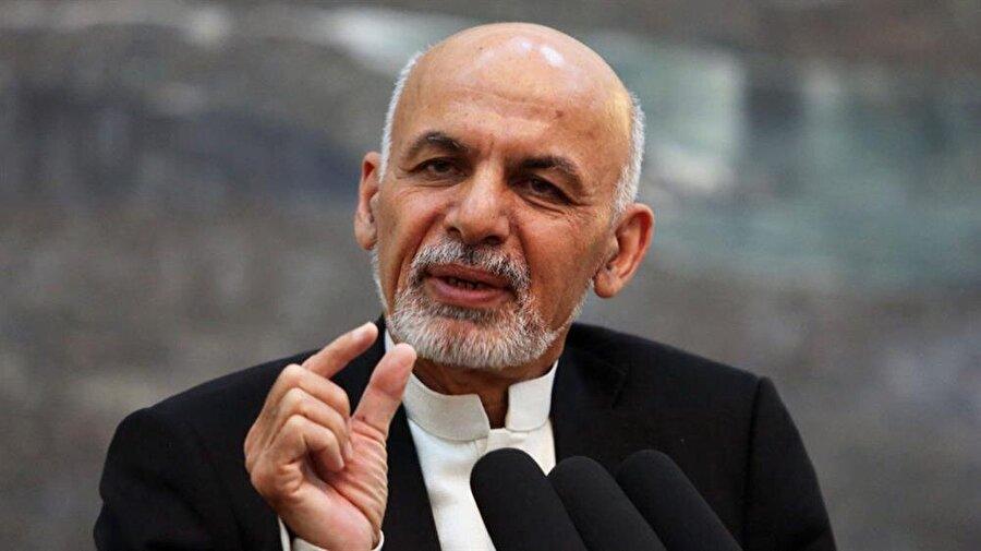 """Taliban ile geçici ateşkes kararı                                                                           Afganistan Devlet Başkanı Eşref Gani, Taliban'a karşı yürütülen savaşta geçici ateşkes ilan ettiklerini bildirdi. Ateşkesin 12 Haziran'da başlayıp, 19 Haziran'da sona ereceğini belirten Gani, Taliban dışındaki DEAŞ, Hakkani ve diğer terör örgütlerine yönelik operasyonların devam edeceğini belirtti. Gani, """"Bu ateşkes, Taliban'ın şiddet içeren kampanyasını gözden geçirmek için bir fırsattır."""" mesajını paylaştı. Afganistan'da Taliban rejiminin devrilmesinin ardından ilk kez bir devlet başkanı tarafından ateşkes ilan ediliyor. Taliban'dan ateşkese ilişkin henüz açıklama yapılmadı."""