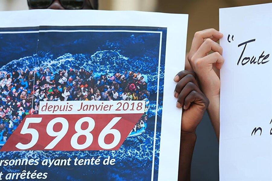 Tunus'ta mülteci faciası                                                                           Tunus'un güneyindeki Sfaks vilayetine bağlı Kerkene Adası açıklarında 3 Haziran'da gerçekleşen tekne kazasında 73 cesede ulaşıldı. Tunus İçişleri Bakanlığından yapılan açıklamada, tekne kazasının ardından başlayan arama çalışmaları kapsamında dün akşam saatlerinden bugüne 5 cesede daha ulaşıldığı ve denizden cansız bedenleri çıkartılan kişi sayısının 73'e yükseldiği belirtildi. Öte yandan başkent Tunus'taki Belediye Tiyatrosu önünde toplanan STK temsilcileri, yasa dışı göçmen teknesi kazasında hayatını kaybedenlerin aileleriyle dayanışma gösterisi düzenledi.