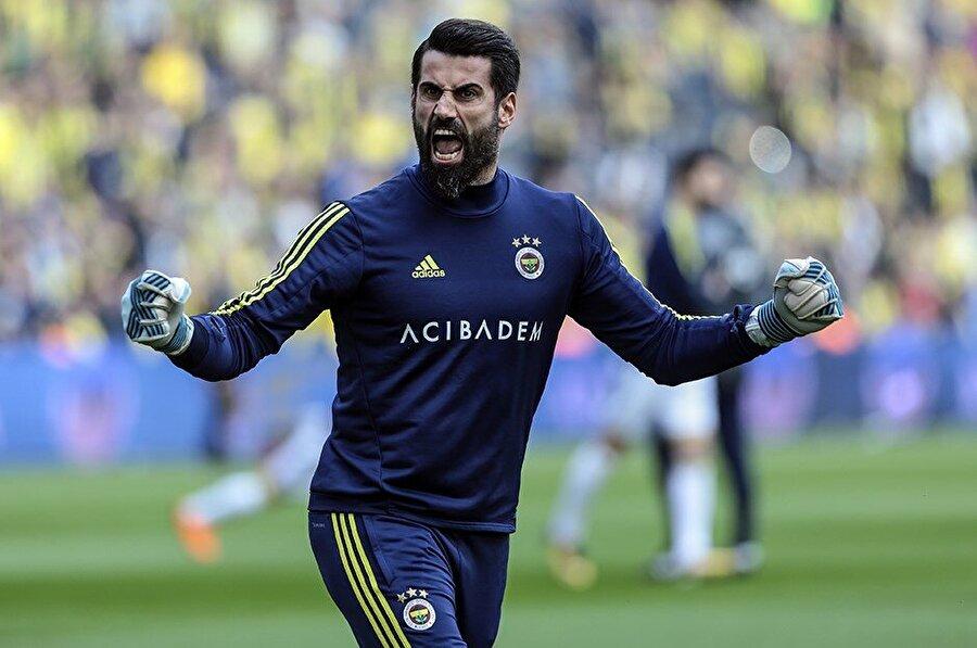 Büyük bir aşkla oynuyor Volkan Demirel için büyük-küçük maç yok… O, Fenerbahçe'nin sahaya çıktığı her maçta inanılmaz bir heyecan yaşıyor. O'nun lugatında 'kaybetmek yok'.