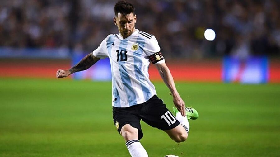Lionel Messi / ARJANTİN 180 milyon avro