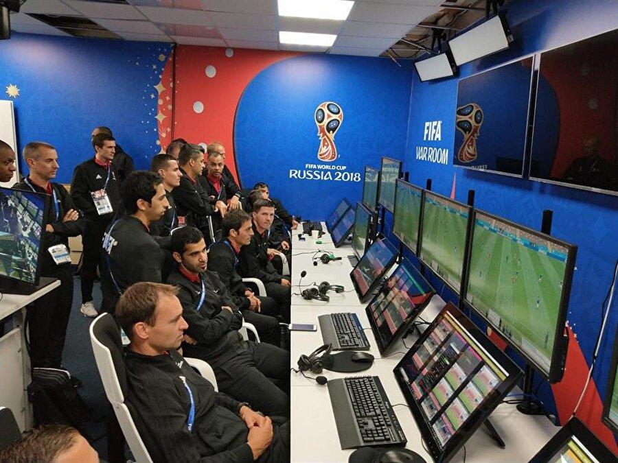 VAR SİSTEMİ KULLANILACAK MI?                                                                                                                                                                                                                                                                                                         Uluslararası Futbol Federasyonu (FIFA) VAR sistemi olarak bilinen Video Yardımcı Hakem uygulamasının Haziran ayında Rusya'da yapılacak olan Dünya Kupası maçlarında kullanılacağını açıkladı. FIFA Başkanı Gianni Infantino, bu uygulamanın Rusya'da başarılı olacağını düşünüyor.