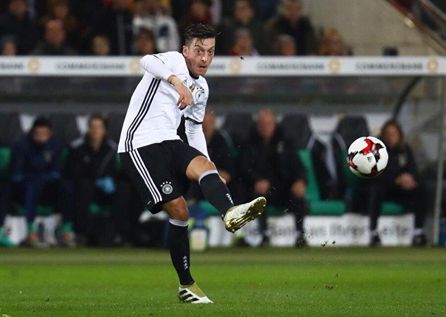 Mesut Özil / Almanya                                      Doğum Tarihi: 15 Ekim 1988 Mevki: Orta saha Kulübü: ArsenalBonservis: 50 milyon Euro Sözleşme Bitiş Tarihi: 30.06.2021