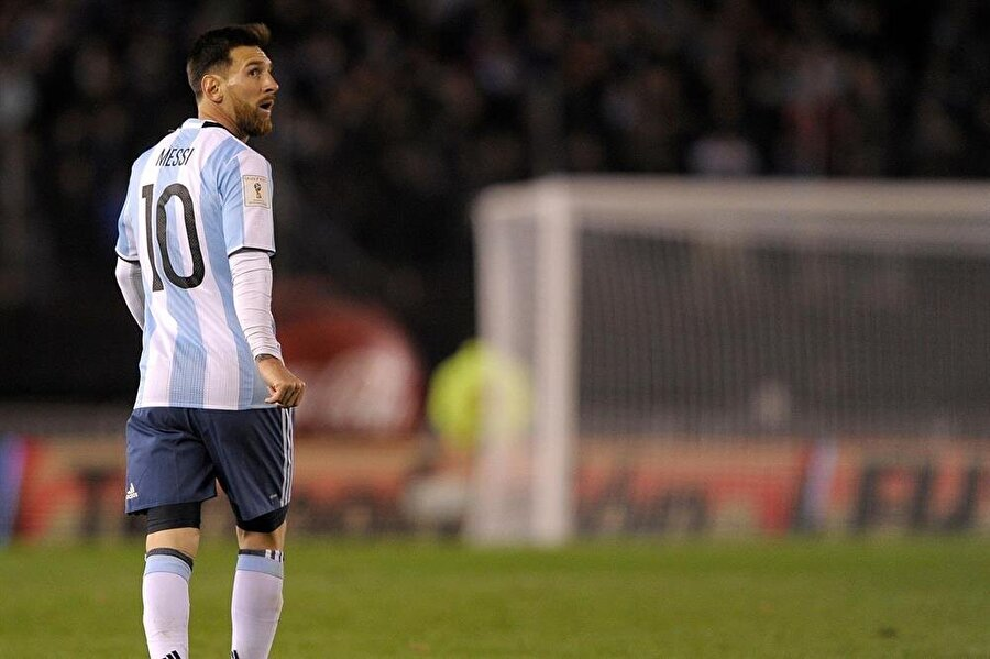 Lionel Messi / Arjantin                                      Doğum Tarihi: 24 Haziran 1987 Mevki: Sağ kanatKulübü: BarcelonaBonservis: 180 milyon Euro Sözleşme Bitiş Tarihi: 30.06.2021