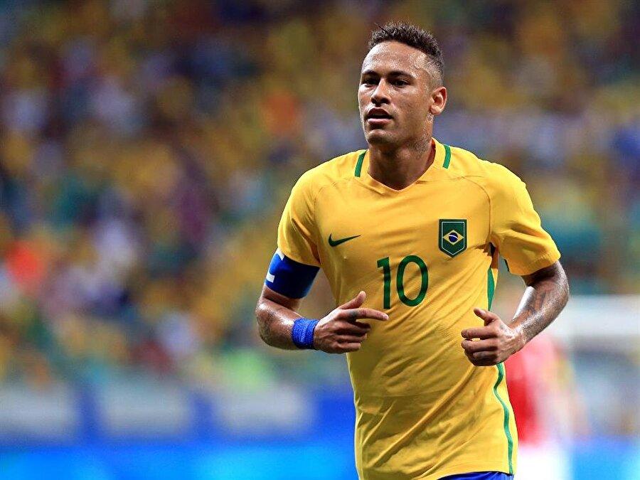 Neymar / Brezilya                                      Doğum Tarihi: 5 Şubat 1992Mevki: Sol kanatKulübü: PSGBonservis: 180 milyon Euro Sözleşme Bitiş Tarihi: 30.06.2022