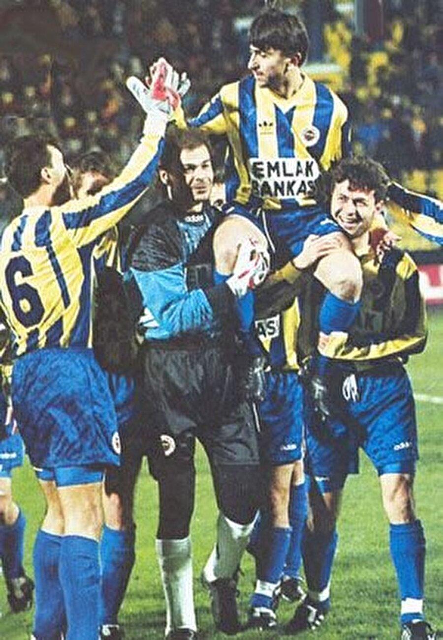 Ridvan Dilmen Fenerbahçeli taraftarların izlemeye doyamadığı Rıdvan Dilmen'in jübilesi 31 Ocak 1996'da -7 derecelik bir havada oynandı.