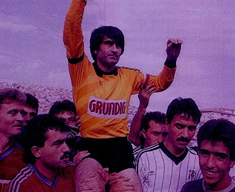 Şenol Güneş 15 yıl boyunca Trabzonspor forması giyen Şenol Güneş 1987'de futbolu bırakma kararı aldı. Şenol Güneş için biri İstanbul'da olmak üzere iki jübile maçı organize edildi. 1 Ağustos 1987'de eski ismiyle Fenerbahçe Stadı'nda Beşiktaş ile Trabzonspor, Şenol Güneş'in jübilesi için  karşı karıya geldi. Söz konusu mücadeleyi Beşiktaş 4-1 kazandı. Bir diğer jübile maçı ise 9 Ağustos 1987'de Hüseyin Avni Aker'de Trabzonspor ile Samsunspor arasında oynandı. Bu maçı ise bordo-mavililer 2-0 kazandı.