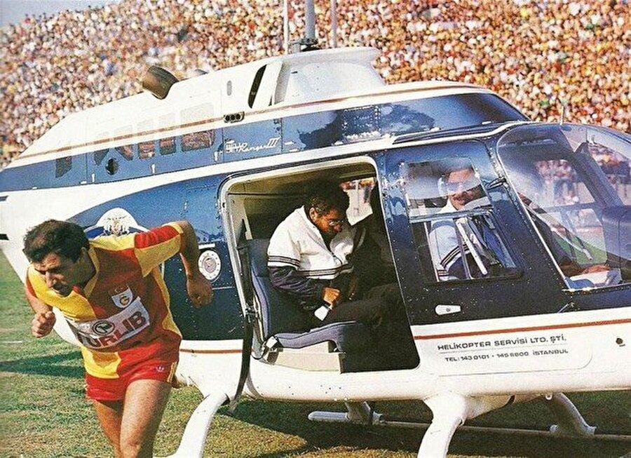 Fatih Terim Galatasaray efsanesi Fatih Terim 4 Ağustos 1985'te yapılan jübile maçıyla kariyerini noktaladı. Terim 30 bin taraftarın geldiği stada helikopterle indi.