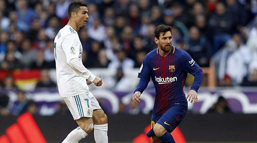 """İşte Erdoğan'ın """"Ronaldo mu, Messi mi?"""" sorusuna verdiği cevap;                                                                                                                """"Messi mi Ronaldo mu dersen, Ronaldo'yu çok daha farklı görüyorum. Hele hele hat-trick yapması o maçta çok önemliydi. Frikik zaten tartışılmaz. O maçtaki performansı, karakteri hele hele Filistin meselesindeki karakteri çok önemli. Onun için alkışlıyorum."""""""