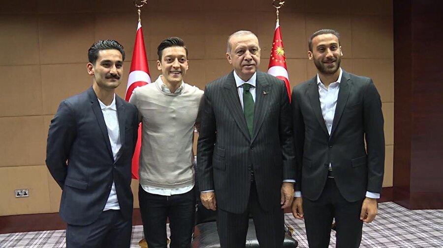 """İşte Erdoğan'ın Dünya Kupası favorisi:                                      """"Dünya Kupası'nda favori Almanya demiştim fakat yanıldık. Almanya ilk maçta yenildi, iş biraz sıkıntıya düştü. Bütün güçlü olanlar şu anda yeniliyor. Brezilya'nın hali ortada. Meksika acayip geldi."""""""