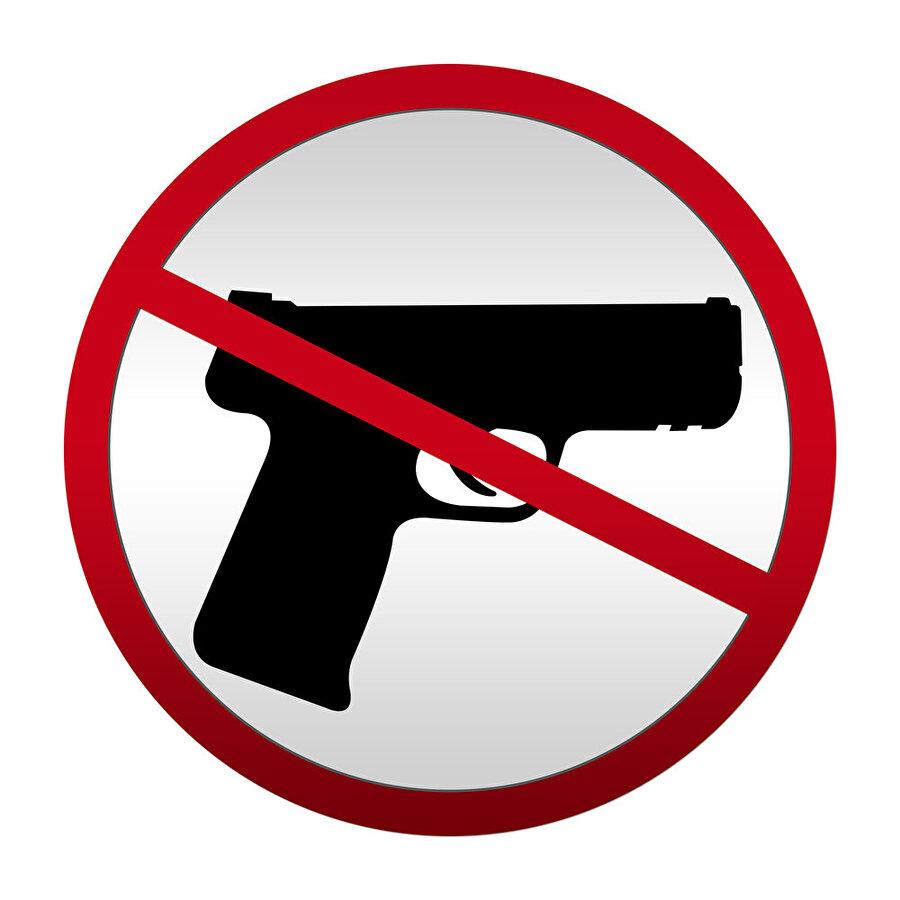 Görevliler dışında kimse silah taıyamayacak                                      Emniyet ve asayişi korumakla görevli olanlardan başka hiç kimse, 5237 sayılı kanunun ilgili maddesi uyarınca köy, kasaba ve şehirlerde silah taşıyamayacak.