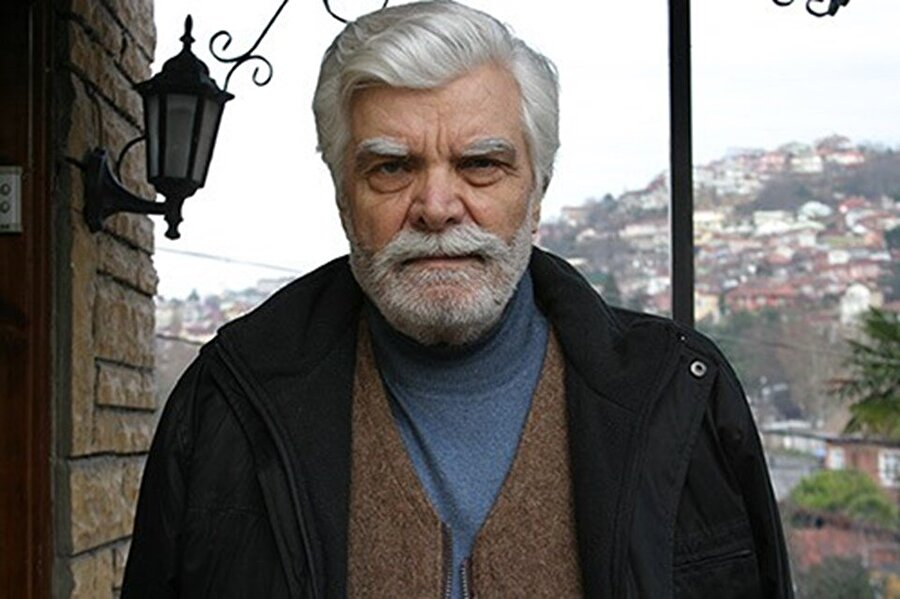 """Murat Soydan hakkında 2 Ekim 1940, Babasının memuriyeti dolayısıyla Kırklareli'in Lüleburgaz ilçesinde doğdu. Gerçek adı Rüçhan Tercan'dır. İlk ve ortaokulu Lüleburgaz'da, liseyi Edirne'de okudu. Üniversite için İstanbul'a geldi. İktisadi İlimler Akademisi'nde okurken bir yandan da İstanbul Belediye Konservatuarı Türk Musikisi bölümünü bitirdi. Aynı zamanda üniversite tahsili sırasında Tekel'de memurluk yaptı.   Askerliğini yedek subay olarak yaptıktan sonra 1966 yılında """"Perde"""" mecmuasının açtığı yarışmayı Tanju Korel ile birlikte kazanarak sinemaya geçti. Sinema hayatına 1966 yılında Nejat Saydam'ın çektiği """"Kolsuz Kahraman"""" adlı filmle başladı. Filmin kadrosunda Cüneyt Arkın,Fatma Girik ve Suzan Avcı da vardır. 1970'li yılların """"Jön"""" oyuncularından olan Murat Soydan, birçok filmde Türkan Şoray ve Hülya Koçyiğit'le başrolü paylaşmıştır."""