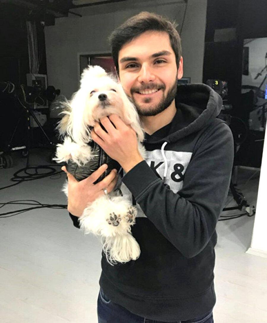 Acun Medya şirketinin Dominik montaj ekibinde yer alan 24 yaşındaki Alper Baycın, Las Terrenas'ta gaspçıların saldırısı nedeniyle hayatını kaybetti. Marmara Üniversitesi mezunu olan Baycın, koyu bir Fenerbahçe taraftarıydı ve bir dönem Fenerbahçe TV'de de çalışmıştı.