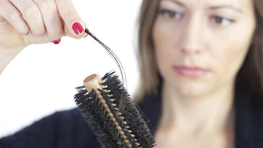 Saç dökülmesi                                                                                                                 18 ile 45 yaşları arasında saçların dökülmesinden şikayetçi olan 80 kadının katıldığı bir çalışmada hepsinde D vitamini eksikliği tespit edildi.